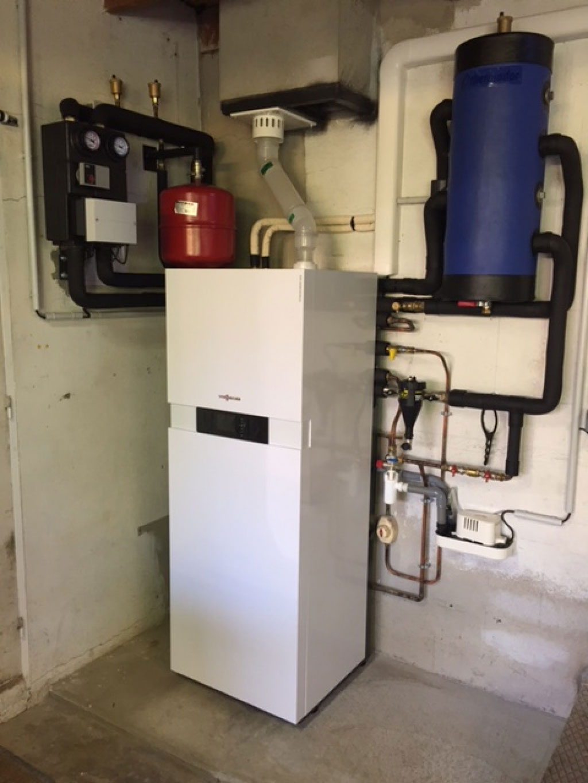 ets vellard installation d 39 une pompe chaleur hybride gaz condensation viessmann saint. Black Bedroom Furniture Sets. Home Design Ideas
