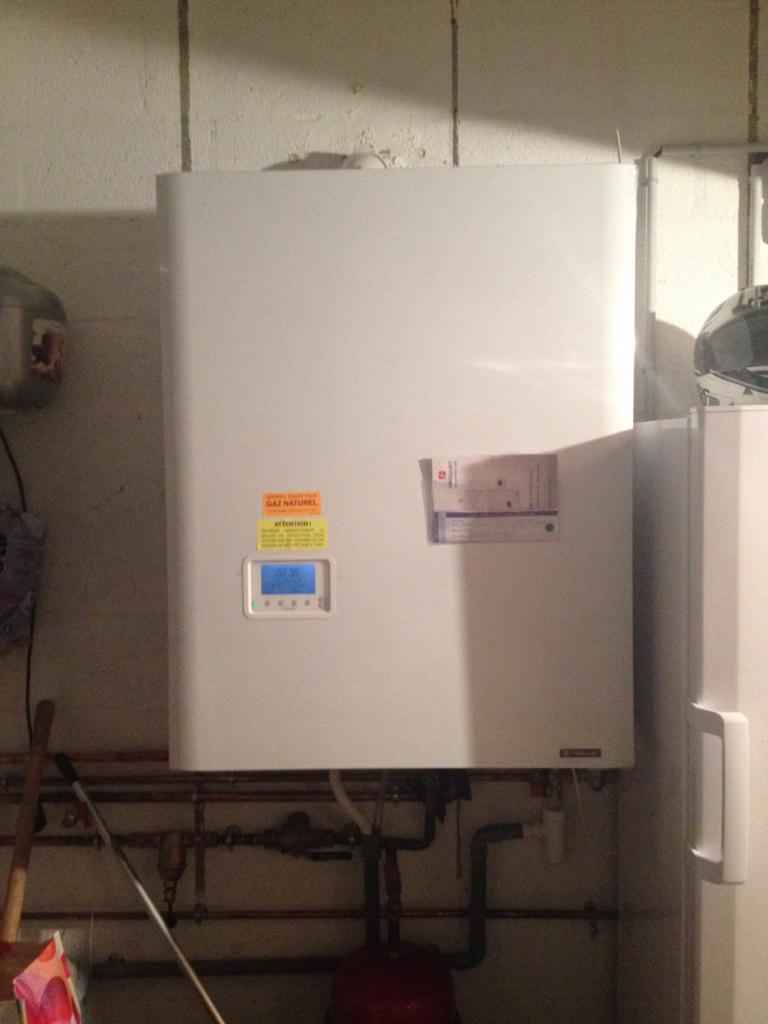 Installation chaudière gaz Frisquet Hydroconfort Visio à condensation à Hennebont 56 Morbihan