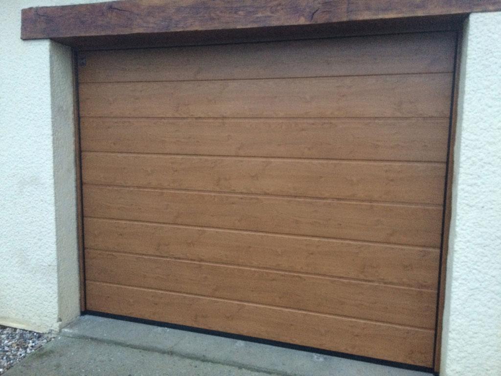 Remplacement / Pose d'une Porte de garage motorisé par artisan menuisier  , secteur Tôtes / Yerville , 76  Seine-maritime-Seine Maritime (76)