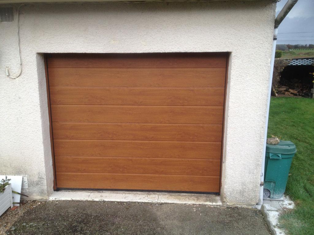 Installation / Pose porte de garage sectionnelle verticale isolante , automatique motorisée Somfy, isolante par artisan menuisier secteur Yvetot - Yerville , Motteville 76-Seine Maritime (76)
