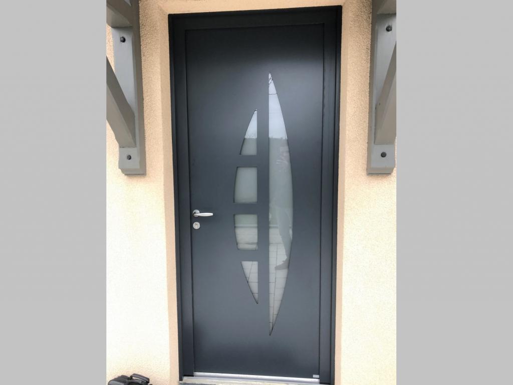 Pose d'une porte d'entrée en aluminium, secteur Yvetot, 76