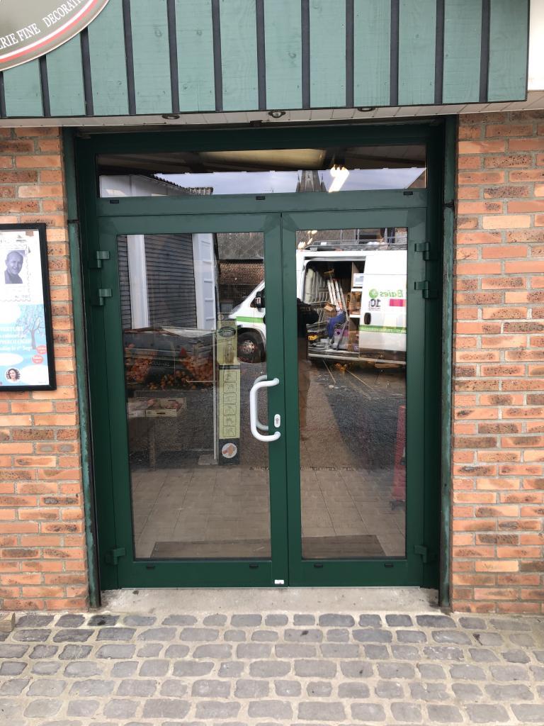 Remplacement d'une porte de magasin en Aluminium-Seine Maritime (76)