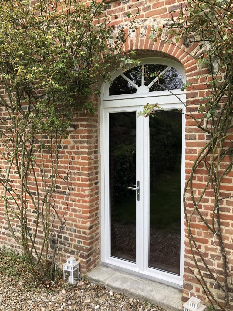 Pose d'une porte fenêtre en bois - RGE-Seine Maritime (76)