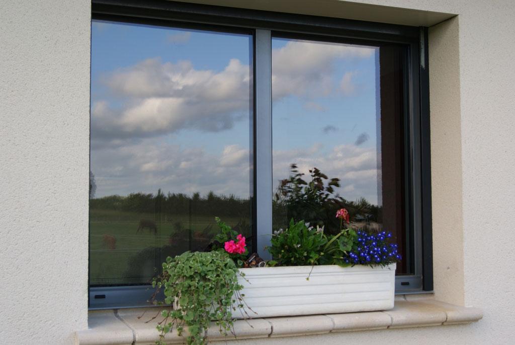 Fenêtre aluminium grise Gamme baie
