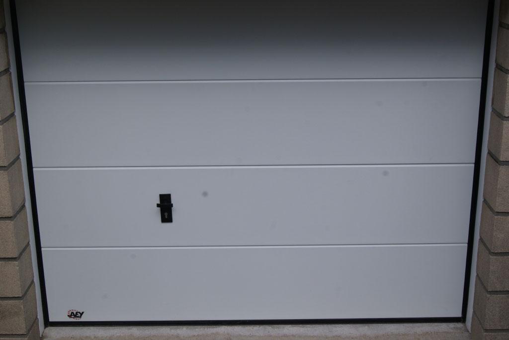 Installation / pose , Porte de garage sectionnelle verticale par artisan menuisier,  secteur Yerville / Ouville l'abbaye , 76 Seine-maritime-Seine Maritime (76)
