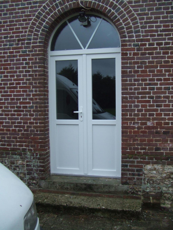Pose / Remplacement , Porte d'entrée cintrée en Pvc par artisan Rge , secteur Yerville / Tôtes,  76 Seine-maritime-Seine Maritime (76)