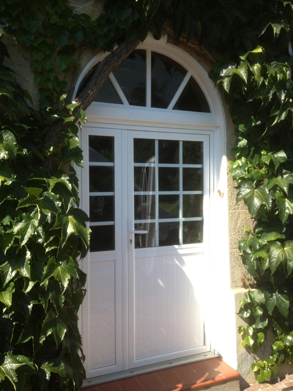 Pose / remplacement , Porte d'entrée bois-aluminium par artisan menuisier Rge , secteur Yerville / val de sâane ,  76 Seine maritime-Seine Maritime (76)
