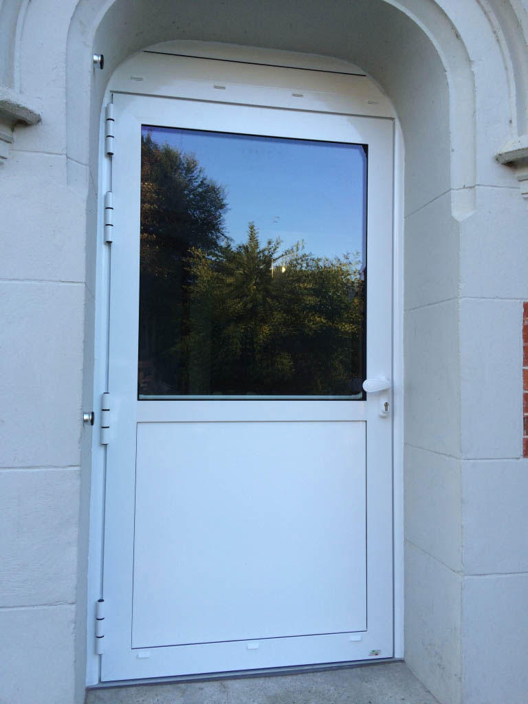 Installation / pose d'une Porte aluminium , issue de secours , secteur Tôtes / Dieppe,  76 Seine-maritime-Seine Maritime (76)