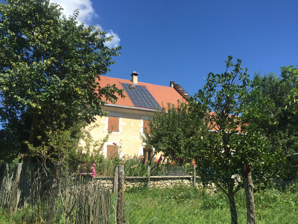 Chauffage solaire thermique combiné (SSC) Solisart appoint chaudière bûches Hargassner à Lans en Vercors 38 Isère région Rhône Alpes