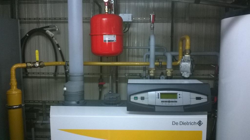 chaudi re gaz naturel condensation de dietrich dans une station de lavage haute pression. Black Bedroom Furniture Sets. Home Design Ideas
