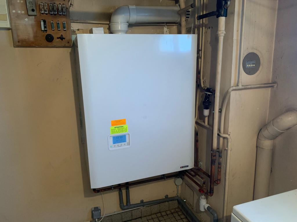 Installation d'une chaudière GAZ naturel FRISQUET HYDROCONFORT à CONDENSATION à FRANS - 01480 Ain