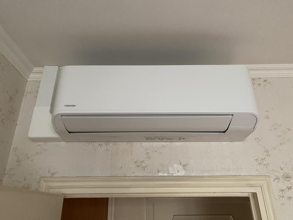 Installation climatisation réversible TOSHIBA-Ain (01)