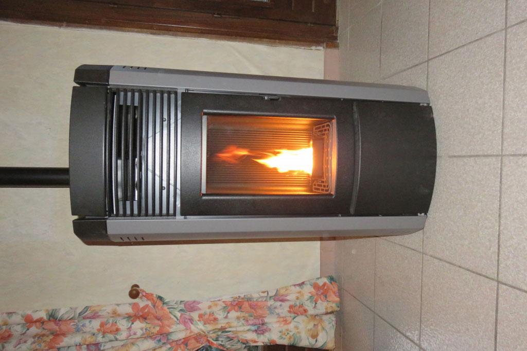 pose d 39 un po le granul de bois mcz musa comfort air par un installateur qualibois leyrieu. Black Bedroom Furniture Sets. Home Design Ideas
