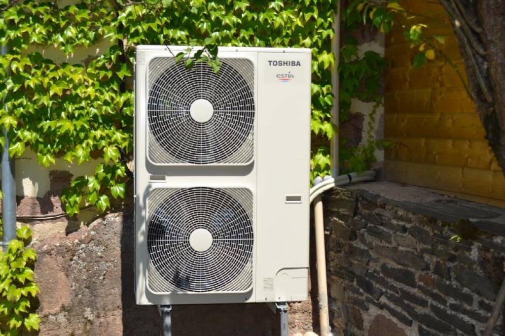 Pompe a chaleur (PAC) Air Eau  (Aérothermie) de marque Toshiba