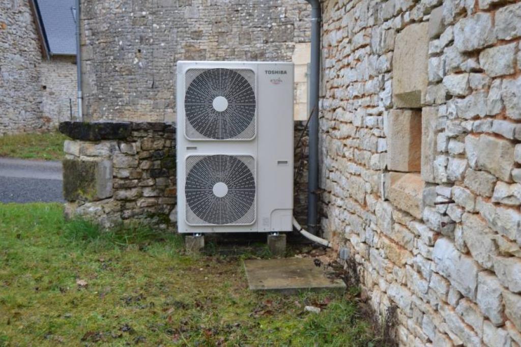 Pompe a chaleur (PAC) Air Eau  (Aérothermie) de marque Toshiba et Chauffe eau Thermodynamique