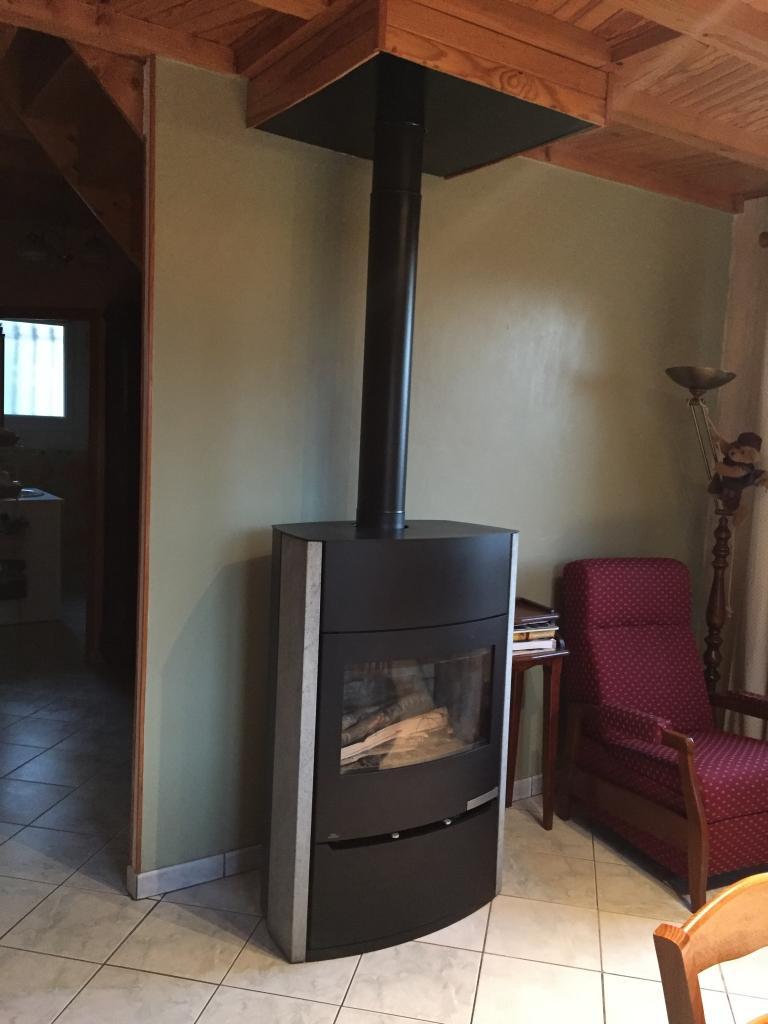 Installation poêle à bois bûches Modèle MAGMA de Fonte Flamme