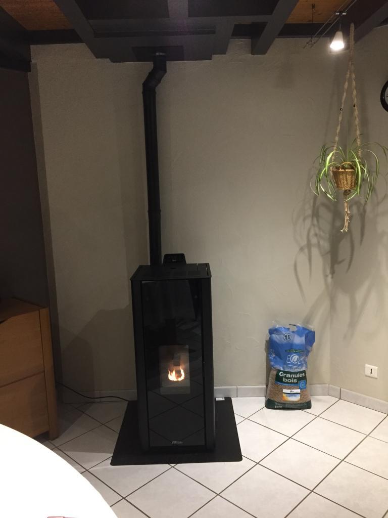 Installation d'un poêle à granulés Fonte Flamme