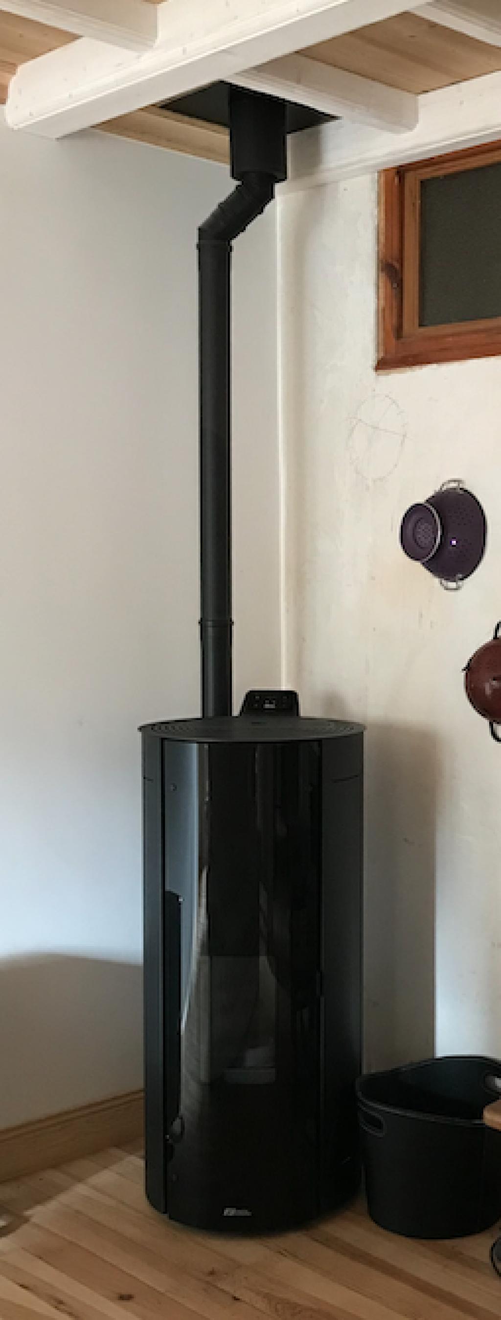 Installation d'un poêle à granulé Fonte Flamme