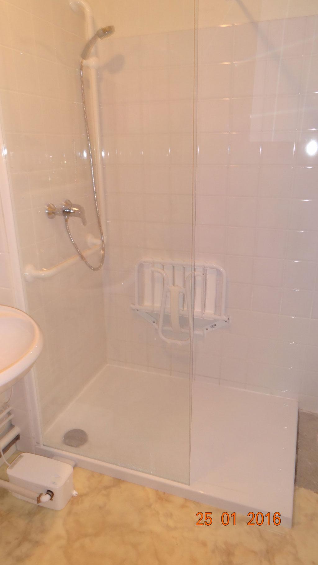 Douche à l'italienne avec pompe de relevage-Cher (18)