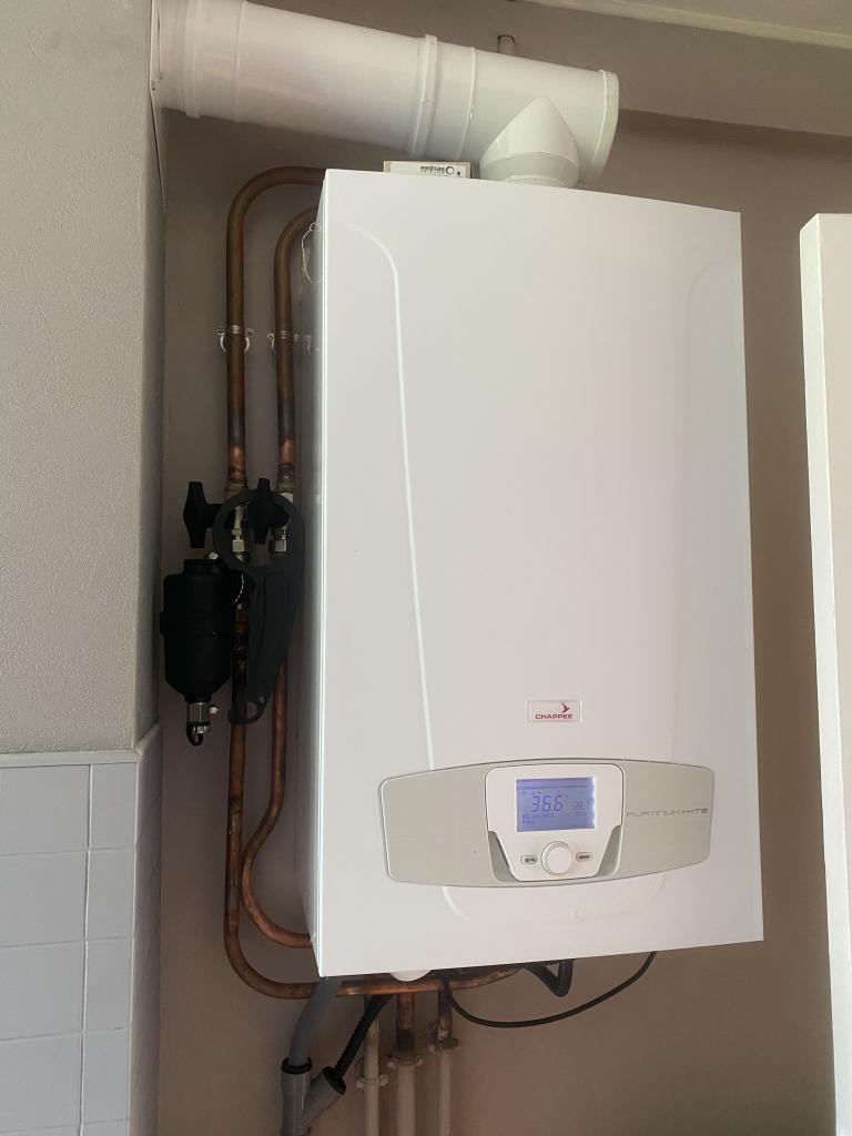 Installateur RGE Eco Artisan - Installation chaudière gaz Chappée Platinum  Luna 2,29 HTE-Essonne (91)