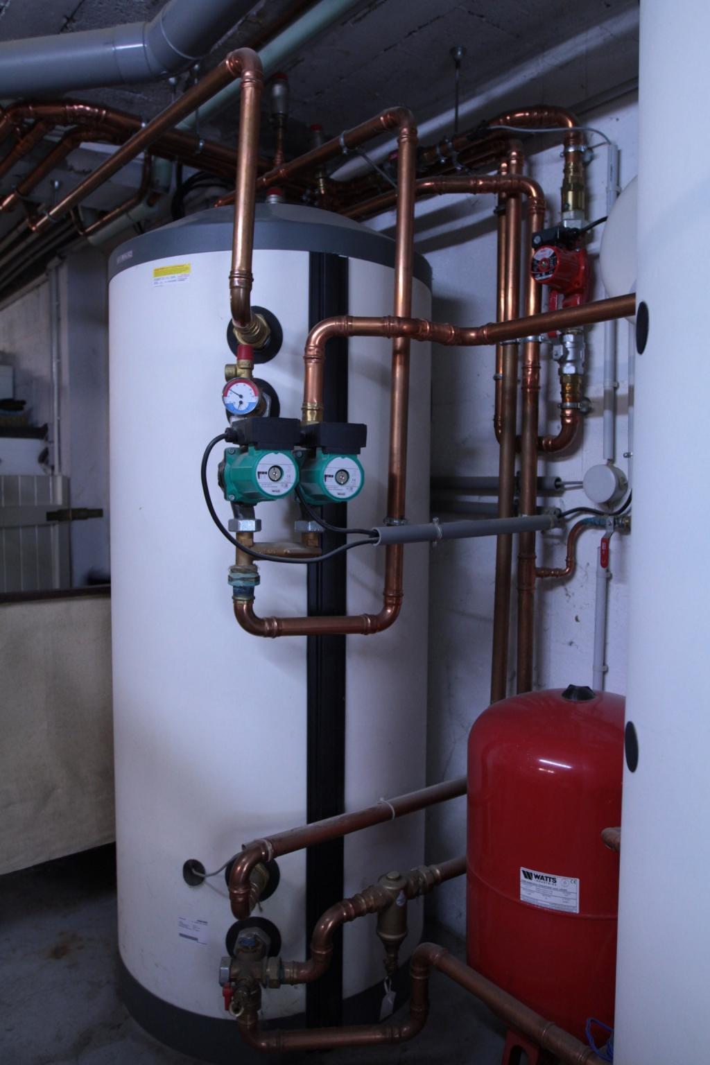 Pompe à chaleur Stiebel Eltron WPL 33 avec une chaudière hoval en relève