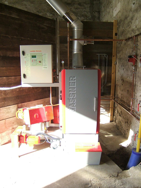 Installation chaudière bois déchiquetés plaquettes Hargassner avec alimentation automatique à Therdonne 60 oise