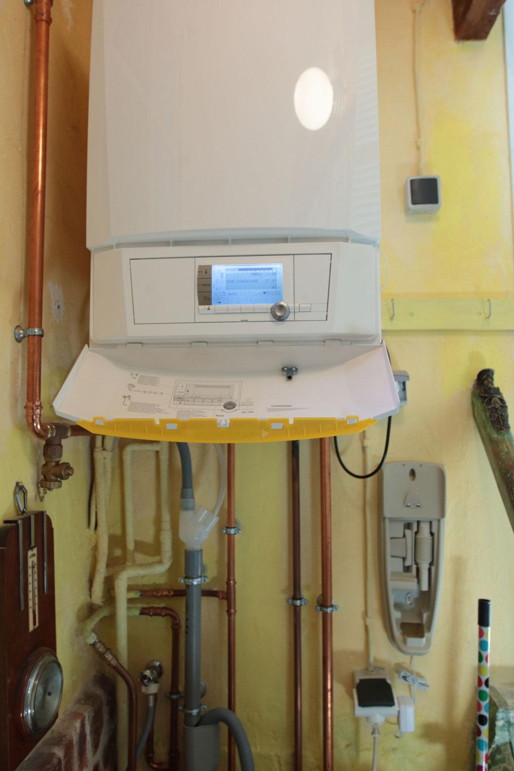 Chauffagiste RGE - Installation chaudière condensation DeDietrich Innovens MCA à Luzarches 95 Val d'oise