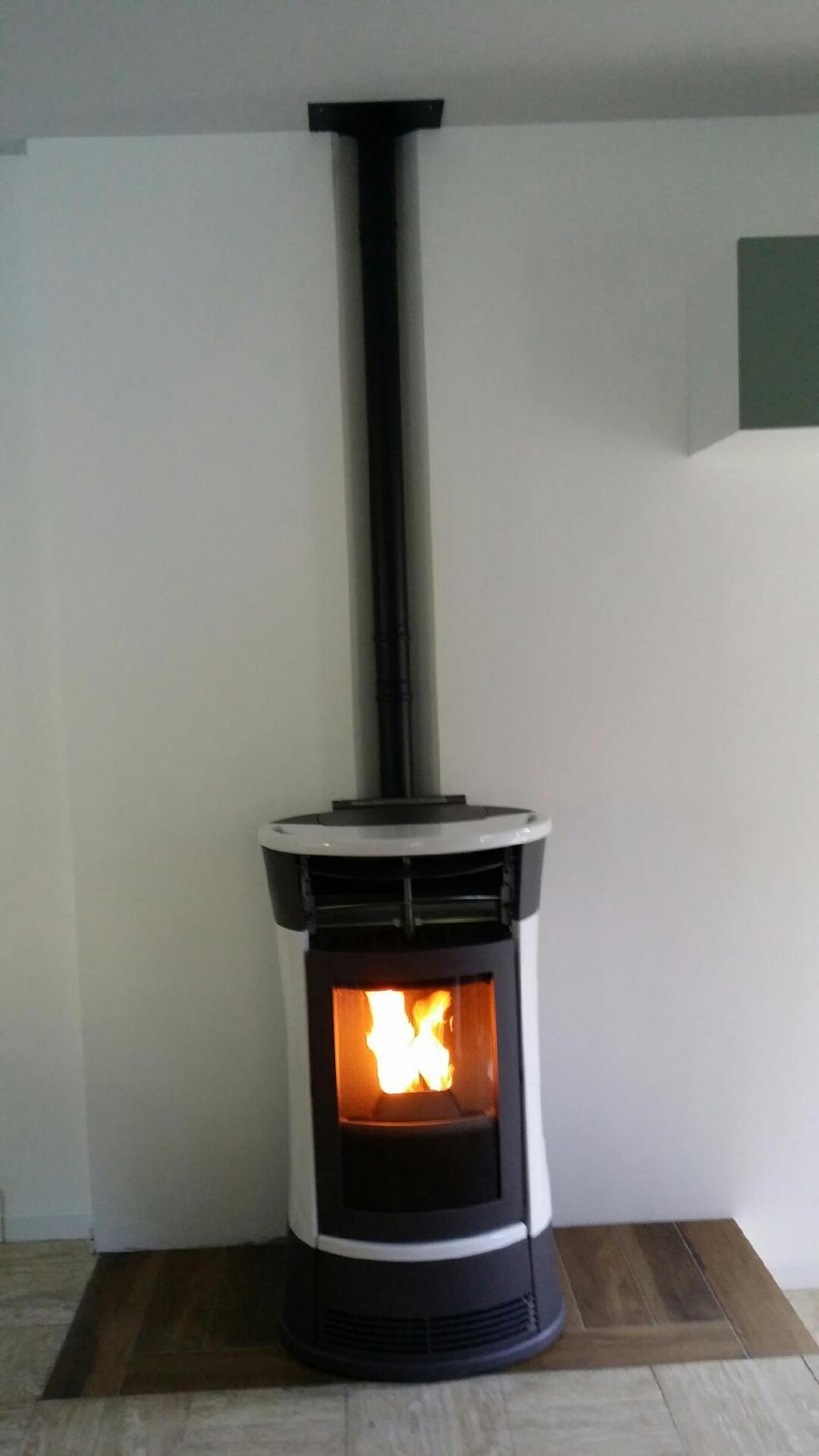 installation d 39 un po le granul s de bois pellets logo. Black Bedroom Furniture Sets. Home Design Ideas