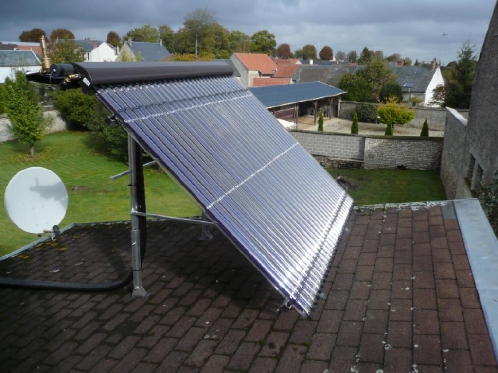 Installation de Panneaux solaire Vitosol 300 Viessmann sous vide à Sermaises 45300