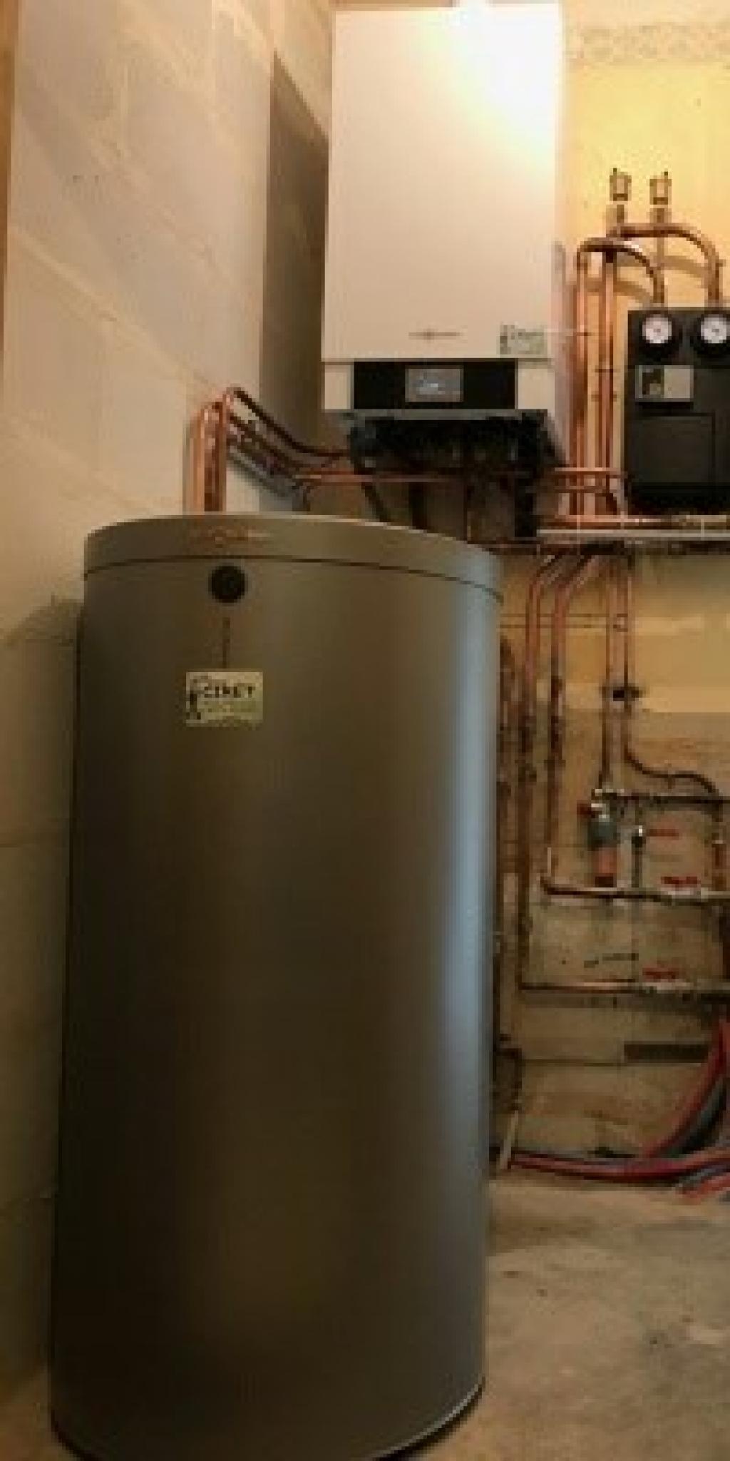 Installation d\'une chaudière gaz Viessmann Vitodens 200 W Haute performance à condensation Ury 77760