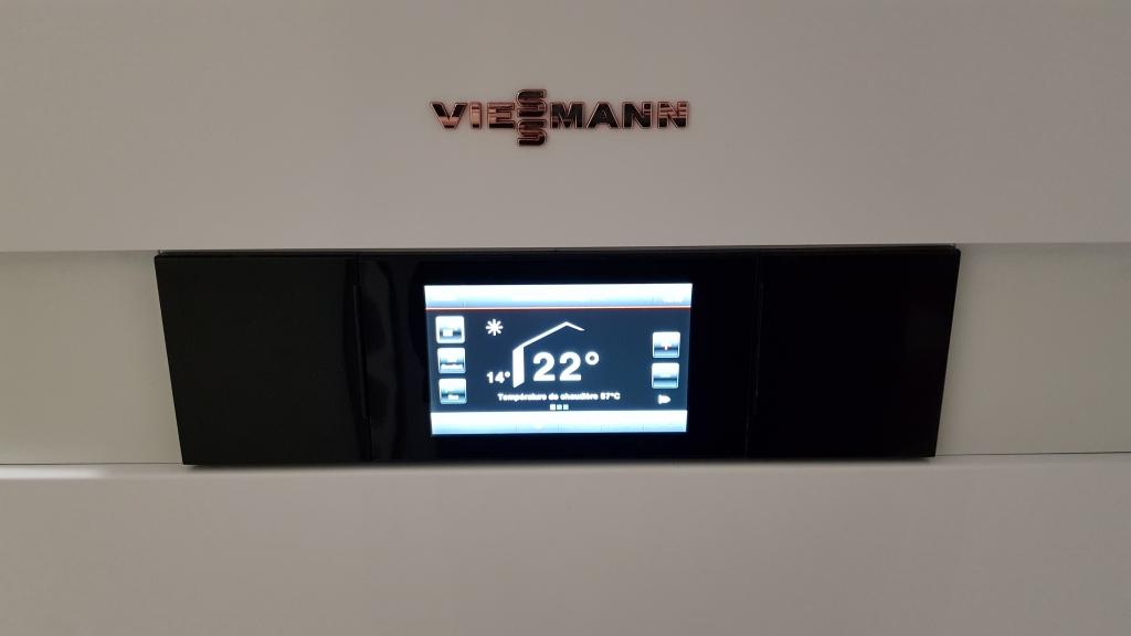 Installation d'une nouvelle chaudière gaz haute performance énergétique Viessmann Vitodens 222F avec un adoucisseur d'eau CR2J à Pithiviers 45300