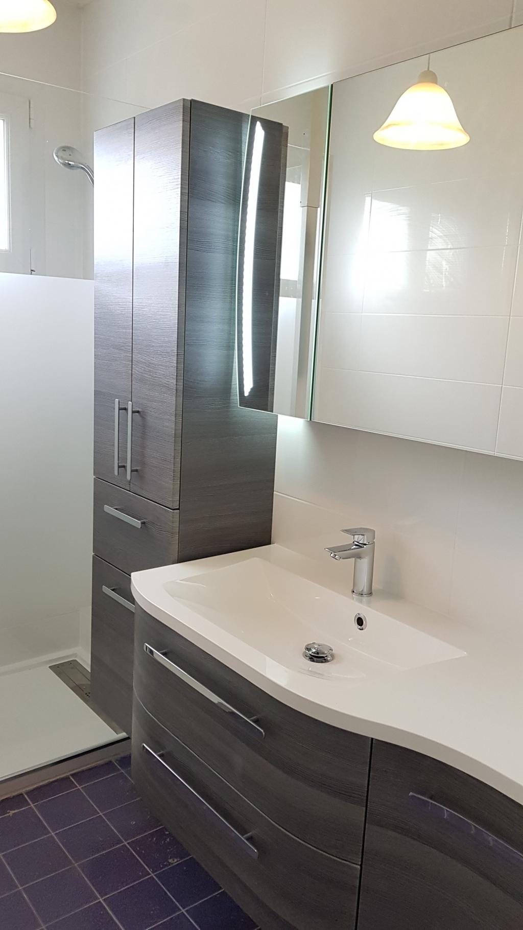Changement de la salle de bain par une salle d\'eau complète de A à Z ...