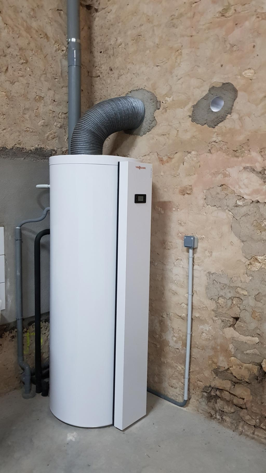 Installation d'un préparateur d'eau chaude thermodynamique Viessmann à Coudray 45330 LE MALESHERBOIS