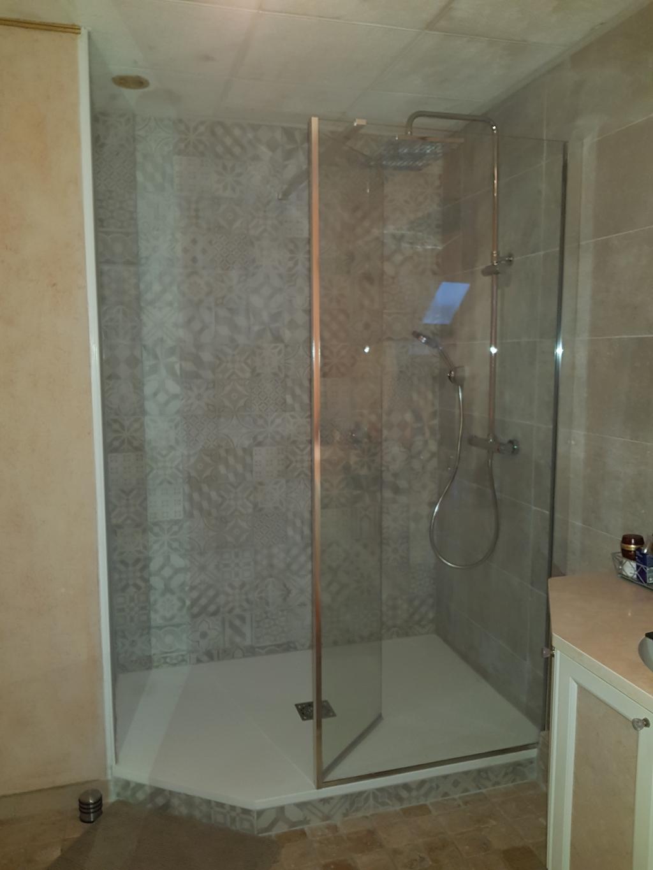 Installation d'une douche avec carrelage tendance
