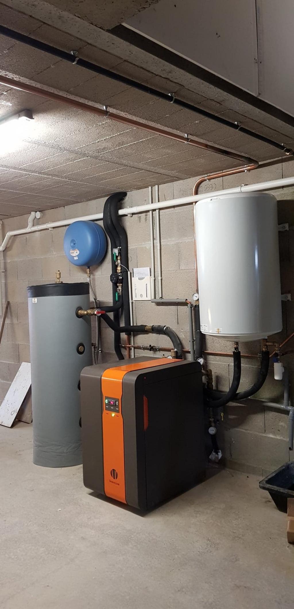Installation complet d'un système de chauffage de géothermie EAU EAU LEMASSON avec plancher chauffant UPONOR