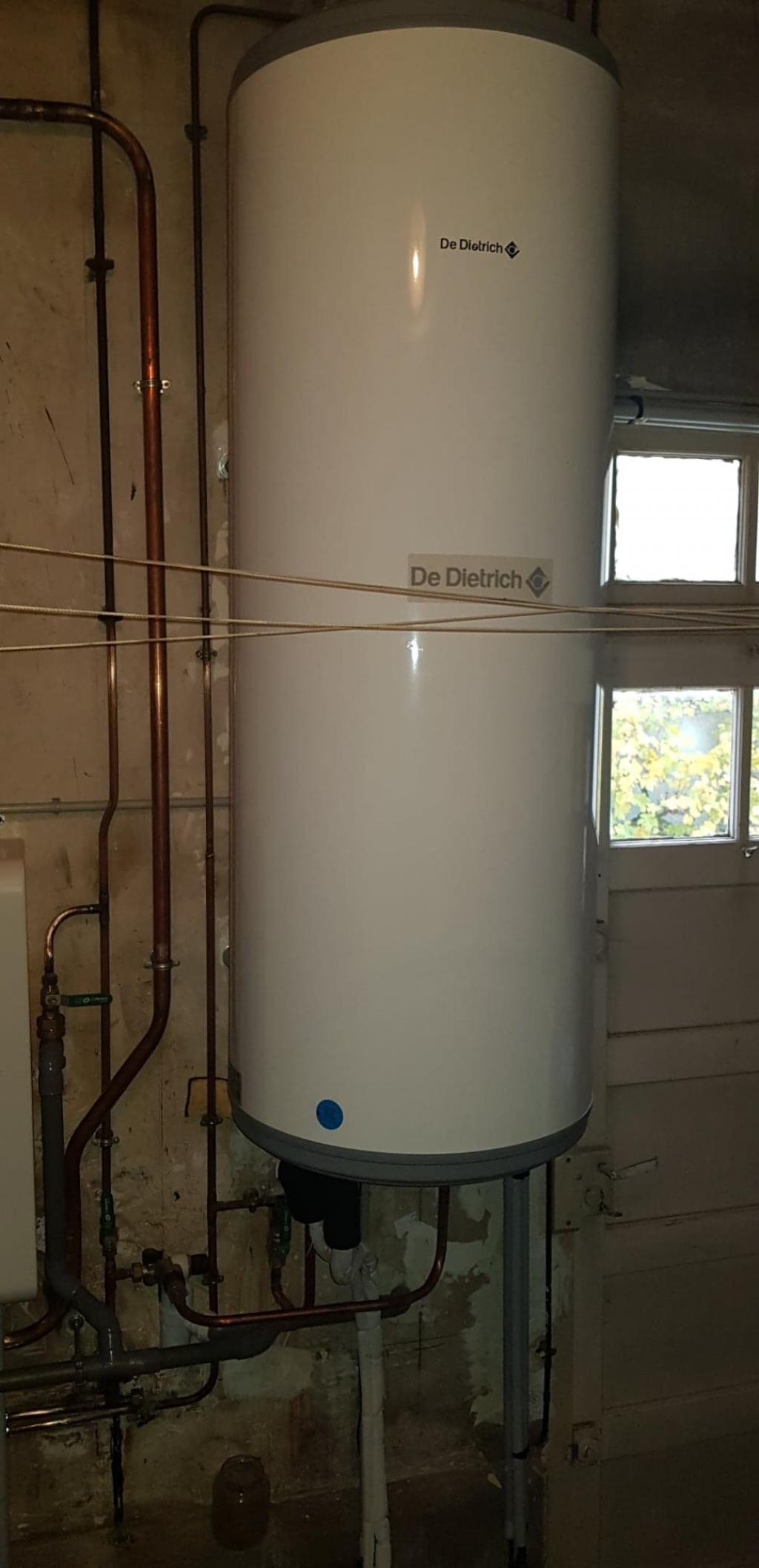 Installateur pompe à chaleur Malesherbes : Changement de la production d'eau chaude fioul par un ballon thermodynamique