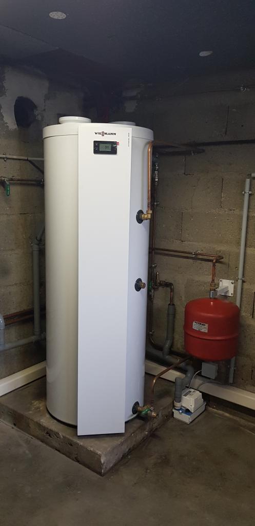 Installateur PROACTIF VIESSMANN : Installation d'un préparateur thermodynamique VIESSMANN à la place d'une chaudière fioul en parallèle d'un autre moyen de chauffe