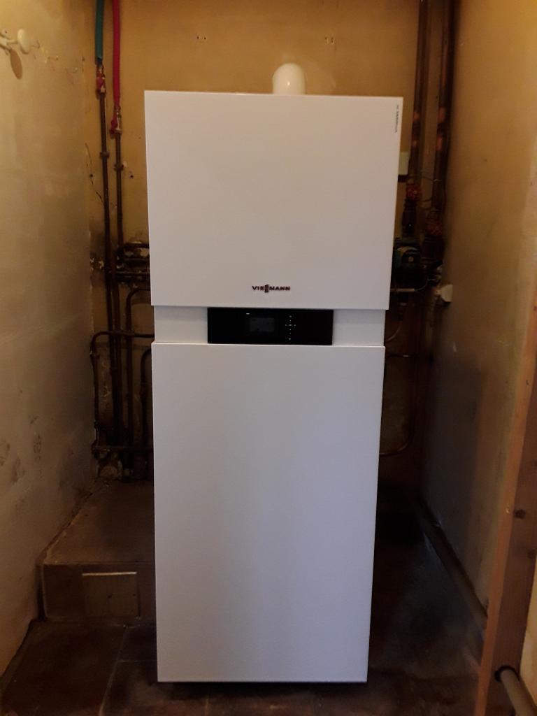 Installateur chauffagiste VIESSMANN : Changement de la chaudière basse température par une chaudière gaz haute performance énergétique VIESSMANN VITODENS 222 F à FROMONT
