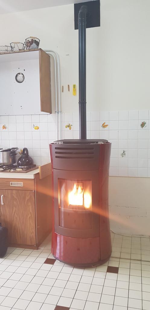 Installateur poêle aux granulés : Installation d'un poêle aux granulés de bois Chérie UP Hydraulique de marque EDILKAMIN à Engenville 45300