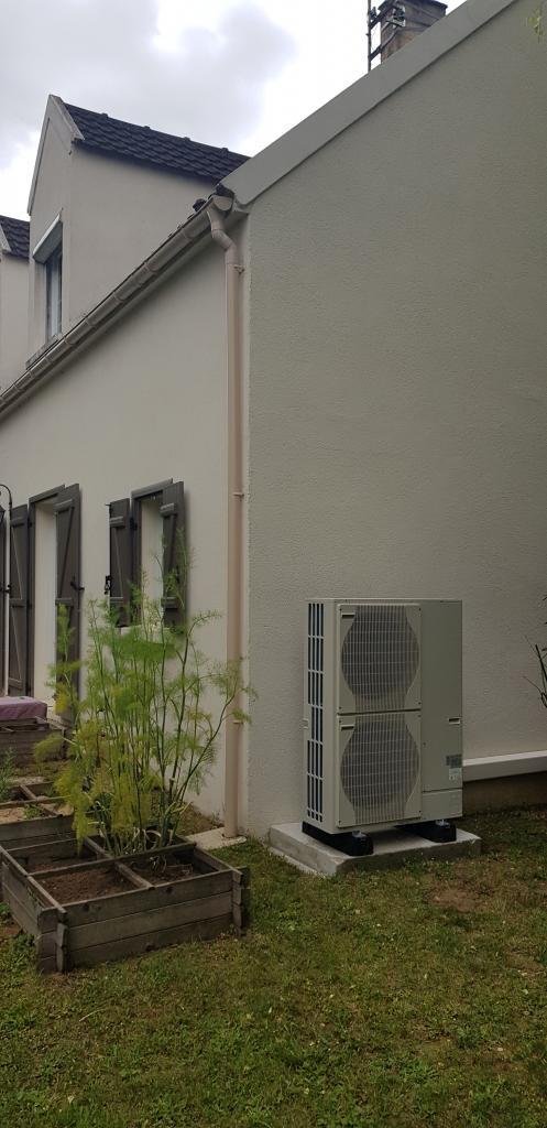 Installateur chauffagiste : Changement de la chaudière fioul par une pompe à chaleur Air-Eau De DIETRICH avec production d'eau chaude sanitaire à Achère la forêt 77