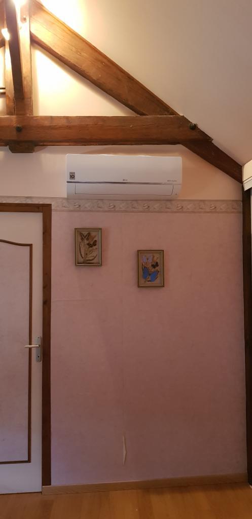Installateur Climatisation : Installation de la climatisation pour l'étage d'une grande maison à Malesherbes