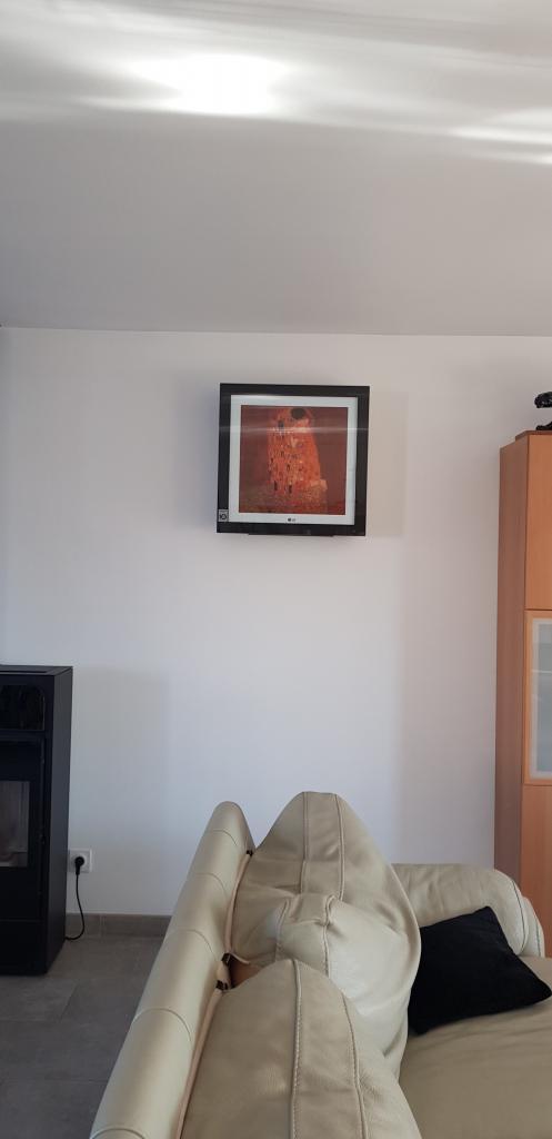 Installateur climatisation : Installation d'une climatisation type Galery ARTCOOL de la marque LG sur Briares sur essonne