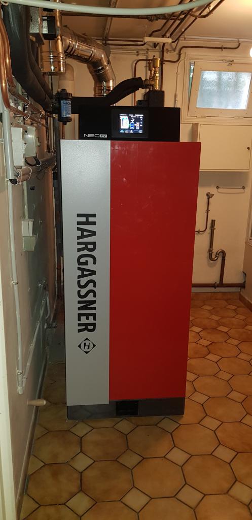 Installateur Chauffagiste Maisse 91 : Changement de la chaudière fioul par une chaudière bois bûches avec rendement supérieur flamme inversée de marque HARGASSNER  NEOHV à Maisse