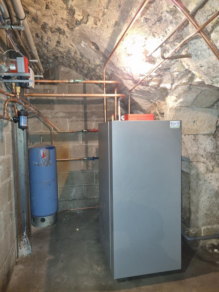 Installateur chaudière Gaz RGE : Changement d'une chaudière granulés de marque OKOFEN par une chaudière haute performance énergétique VIESSMANN VITOCROSSAL 300 à Pithiviers