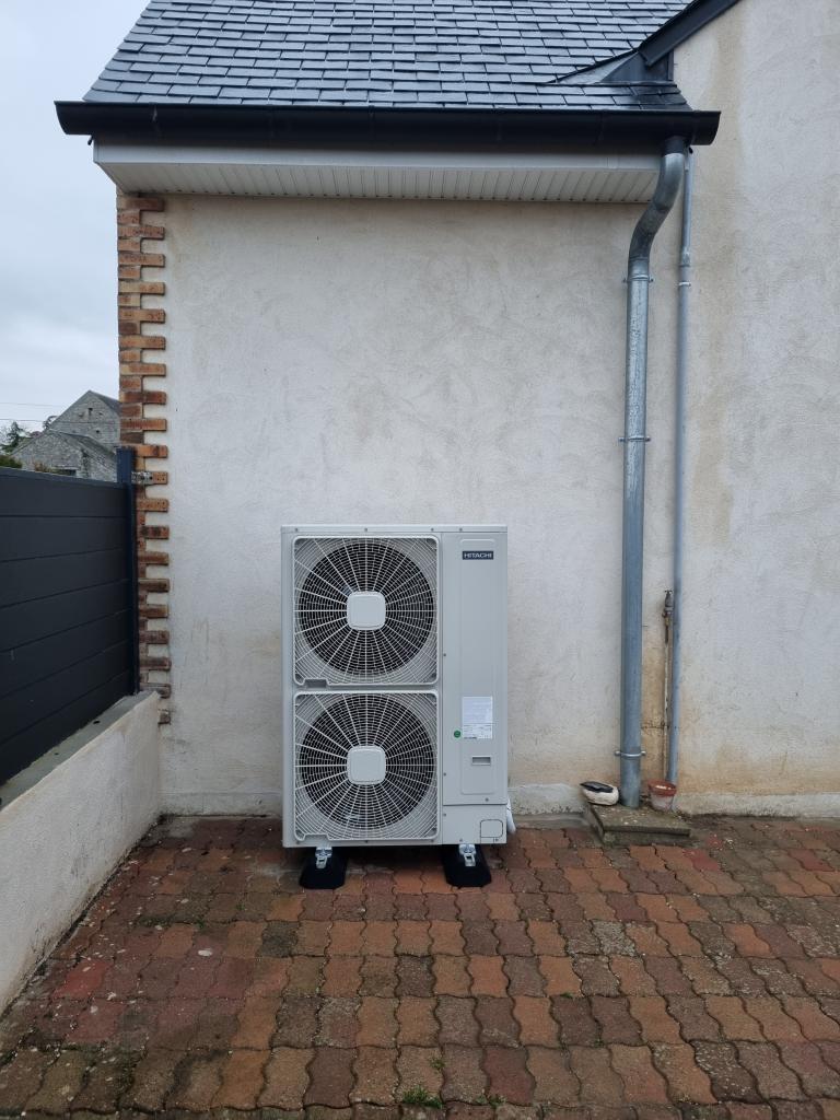 Installateur RGE pompe à chaleur : Changement de la vieille chaudière fioul par une pompe à chaleur HITACHI YUTAKI S