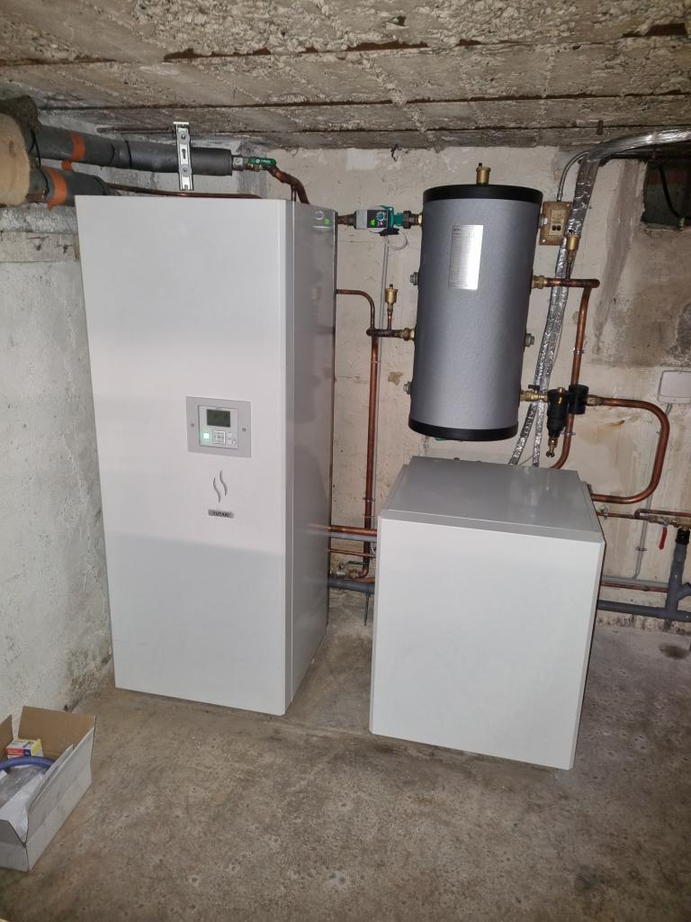 Installateur RGE pompe à chaleur Malesherbes : Changement d'une chaudière fioul par une pompe à chaleur Haute température HITACHI à Le Malesherbois