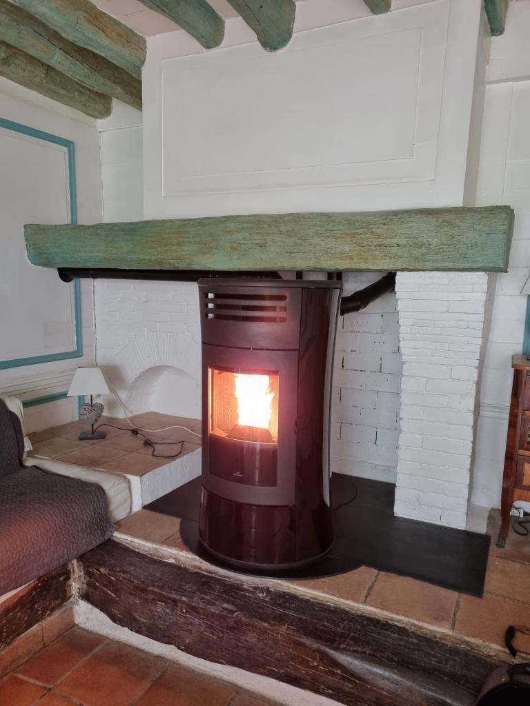 Installateur RGE poêle à granulés de bois : Installation d'un poêle aux granulés de bois EDILKAMIN CHerie UP à Augerville la rivière