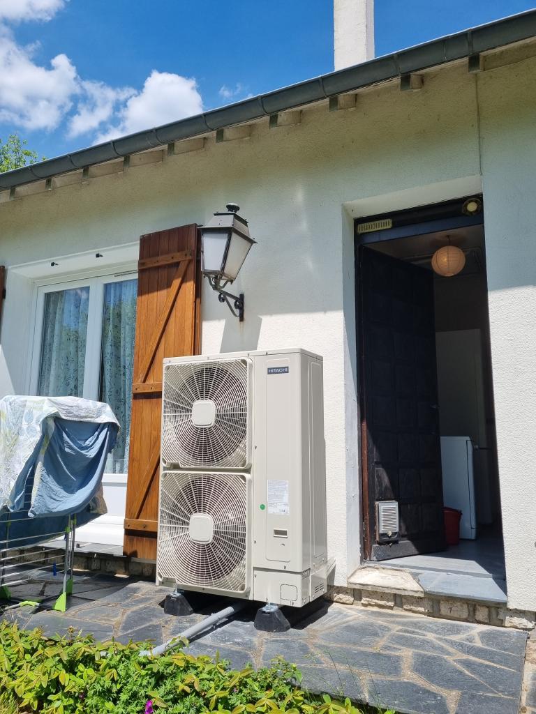 Installateur de pompe à chaleur RGE : Changement d'une chaudière fioul par une pompe à chaleur HITACHI YUTACKI S 80 COMBI à ACHERE LA FORET 77