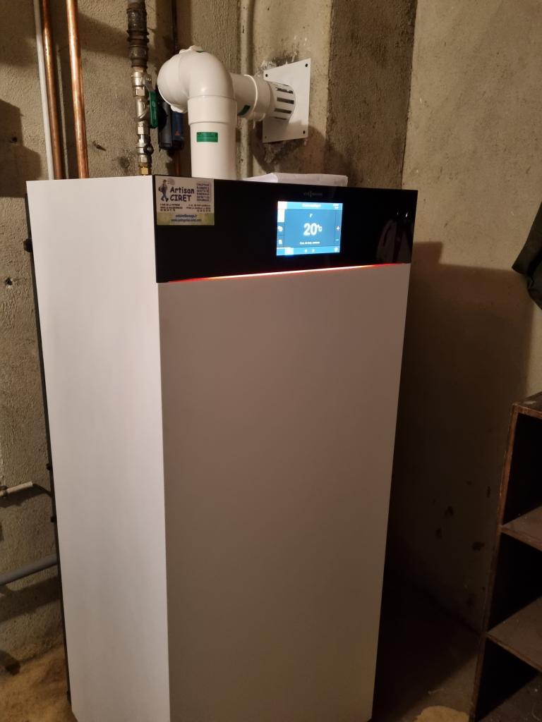 Changement de la vieille chaudière gaz par une chaudière gaz haute performance énergétique VIESSMANN 222 F à Malesherbes-Loiret (45)