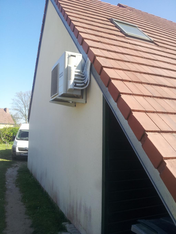 Climatisation Hitachi chambre sous comble Loiret Germigny des Prés 45. Pompe à chaleur air/air Hitachi Loiret